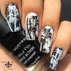 """""""Some girls noticed I had different design on my right hand at the last video, and this is what I was working on Stamping plate is @bornprettystore…"""""""