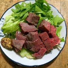 頂き物の猪のハムとショルダーベーコンをフィレッシュ野菜にタップリと乗せて‼︎  今宵はホット ウヰスキーと共に♬ 長距離を車で走りまくったのでホッとします。(笑) - 94件のもぐもぐ - 糖質制限ダイエットな晩ごはん‼︎ 20 January by giacometti1901