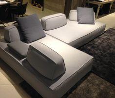 Filiph è una delle ultime novità tra i divani di design dello showroom Sincerotto Arredamenti.