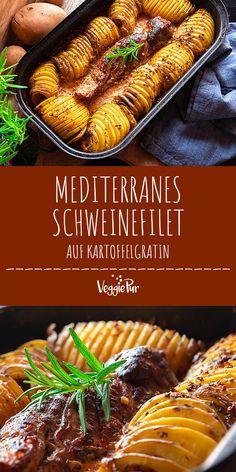 Mediterranes Schweinefilet auf Kartoffelgratin Mediterranean pork fillet on potato gratin Saudáveis Sandwich Recipes, Snack Recipes, Deli Sandwiches, Potato Recipes, Pork Fillet, Pork Loin, Healthy Snacks, Healthy Recipes, Pumpkin Spice