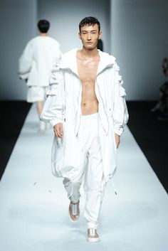 Feng Chen Wang Spring/Summer 2016 - Shanghai Fashion Week | Male Fashion Trends