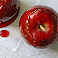 Candy Apples  | 27 Spooktacular Halloween Ideas #halloween #diy #recipes
