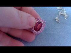 come incastonare un rettangolo 13x18 con perline 11/0 preciosa - RAW - YouTube Beaded Jewelry Patterns, Beading Patterns, Bead Crafts, Jewelry Crafts, Beaded Rings, Beaded Bracelets, Earring Tutorial, Diy Tutorial, Seed Bead Earrings