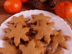 Ez a gyömbéres keksz valójában egy mézeskalács. A fűszerezésben némiképp a gyömbér dominál, ettől lesz igazán különleges a végeredmény. Crunches, Gingerbread Cookies, Crackers, Biscuits, Food And Drink, Menu, Christmas, Festive, Gingerbread Cupcakes