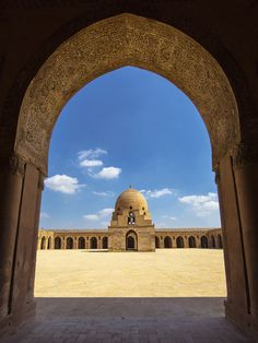 Ibn Tulun - Cairo by Peter Ivanka Mosque Architecture, Art And Architecture, Places In Egypt, Egypt Art, Beautiful Mosques, Egypt Travel, All Nature, Vintage Pictures, Islamic Art