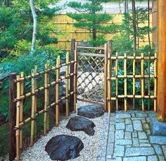 How To Make Japanese Fencing.Japanese gardens have such a tranquil look and feel to them. Simple, organized and usually with a water feature are so elegant in a not over done design. Japanese fencing is not that hard to build and truly sets the tone in Japanese Fence, Small Japanese Garden, Japanese Bamboo, Japanese Garden Design, Japanese Gardens, Japanese Water Feature, Front Yard Fence, Dog Fence, Fence Gate
