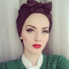 pretty fashion style green makeup pin up pretty girl red lips turban vintage style Idda Van Munster 1940s Makeup, Retro Makeup, Retro Wedding Makeup, Vintage Makeup Looks, Classic Makeup Looks, Vintage Beauty, Beauty Make-up, Beauty Hacks, Hair Beauty