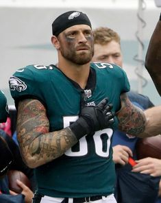 Chris Long of the Philadelphia Eagles to Donate Entire Salary Eagles Fans, Eagles Nfl, Eagles Philly, Philadelphia Eagles Football, Philadelphia Sports, Nfl Football Teams, Sports Teams, Mlb, Nfl Today
