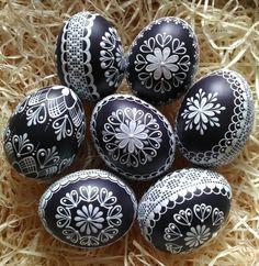 7 непрочитанных чатов Easter Tree Decorations, Easter Wreaths, Carved Eggs, Easter Egg Designs, Ukrainian Easter Eggs, Diy Crafts To Do, Easter Egg Crafts, Egg Art, Egg Decorating