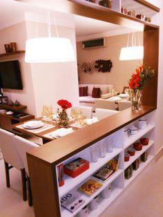 Balcão com estante para integrar cozinha e sala de jantar! #cozinhaamericana