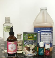 Bring your locks to life with this DIY All Natural Moisturizing Shampoo! Gentle, natural, and perfectly scented, you will LOVE the way your hair feels. Diy Shampoo, Homemade Shampoo, Organic Shampoo, Moisturizing Shampoo, Shampoo Bar, Homemade Facials, Homemade Conditioner, Homemade Hair, Homemade Soaps