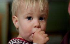 Λένε ότι δεν μπορείς να κακομάθεις ένα μωρό, ακόμα κι αν το κρατάς ώρες ατελείωτες στην αγκαλιά σου, αλλά μόλις φτάσει στη νηπιακή ηλικία, η υπερβολή μπορεί να οδηγήσει σε ένα όχι και τόσο υπάκουο