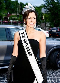 Miss Universe 2014 Paulina Vega Dieppa at the Kazakhstan Opera Ball. Miss Universe 2014, Vegas, Vintage Gothic, Sexy Lingerie, Opera, Hot Girls, Vintage Outfits, Gloves, Glamour