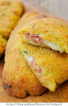Cannoli di zucchine e patate ripieni sofficissimi vickyart arte in cucina I Love Food, Good Food, Yummy Food, Cannoli, Antipasto, Best Italian Recipes, Favorite Recipes, Italian Foods, Snack Recipes
