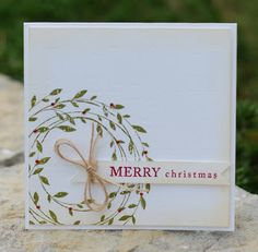 Lynn uses the Wreath of Leaves stamp beautifully on this classic Christmas card #HeroArts