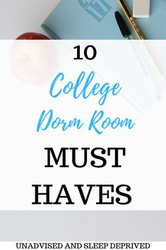 10 College Dorm Room Must Haves Student dormitory must-haves. Everything your dormitory needs this semester. Organization of dormitories as well … College Student Gifts, College School Supplies, College Dorm Rooms, Student Life, College Students, Dorm Room Walls, Cool Dorm Rooms, College Dorm Checklist, College Hacks