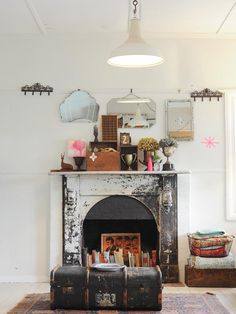 Pinspiration: Walls of Vintage Mirrors and Frames | Carver Junk Company