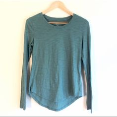 🎉MOVING SALE🎉 Green longsleeved crewneck Long sleeve leighyweight crew neck top with swoop bottom! Tag is XS but can fit small Have questions on the size? Ask! I'm happy to provide all measurements! NO TRADES/PAYPAL! Fast shipping! No swaps! Tops Tees - Long Sleeve