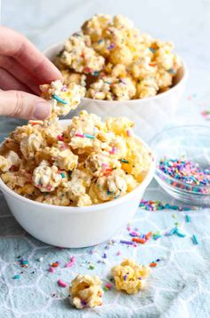 Cake Batter Popcorn in small bowls Bakery Recipes, Sweets Recipes, Snack Recipes, Cooking Recipes, Desserts, Flavored Popcorn, Popcorn Recipes, Cake Batter Popcorn, Popcorn Mix