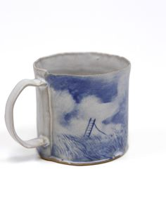 So beautiful Ceramic Cups, Ceramic Pottery, Pottery Art, Ceramic Store, Lily Potter, Advanced Ceramics, Hand Painted Plates, Art N Craft, Cool Mugs