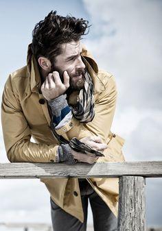 Ditch the Hoodie: Men's Rugged Style Photos) - Suburban Men Fotografie Portraits, Fashion Fotografie, Rugged Style, Style Brut, Men's Style, Hipster Vintage, Men Hipster, Vintage Hats, Hipster Hairstyles
