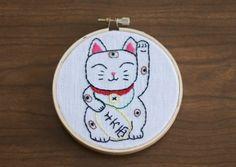 Maneki Neko Lucky Cat embroider   Embroidery Hoop Art Good Luck Maneki Neko Cat ...   Arte em Tecido, F ...