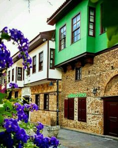 Tarihi Anadolu Evleri Kaleiçi - Travel tips - Travel tour - travel ideas Beautiful Modern Homes, Beautiful Places, Eco Deco, Turkish Architecture, Visit Turkey, Antalya, Turkey Travel, Travel Tours, Modern Exterior