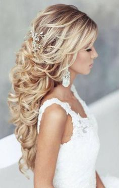 Wedding Hairstyles For Strapless Dress With Veil Brides 17 Ideas - Prom Hair Updos With Braid - Cheveux Wedding Hairstyles Half Up Half Down, Wedding Hair Down, Wedding Hairstyles For Long Hair, Dress Wedding, Hairstyle Wedding, Wedding Vows, Wedding Rings, Bridal Hairstyles African American, Medium Hair Styles
