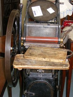 Y101 Printing Press Printing Press, Letterpress Printing, Interesting Stuff, Printers, Vintage Prints, Old World, Vintage Furniture, Wedding Invitations, Typography