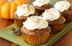 A cupcake that tastes like a #pumpkinspice latte & is low in calories?! It's true. And it's here -> #fallrecipes #dessert