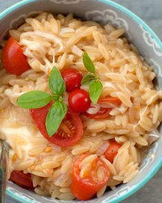 Tomato, Mozzarella & Basil Orzo - Comfort in a bowl! You cook this orzo pasta by the same method you'd make risotto, it's so rich and delish! Orzo Recipes, Vegetarian Recipes, Dinner Recipes, Cooking Recipes, Healthy Recipes, Pasta Dishes, Food Dishes, Side Dishes, Food Food