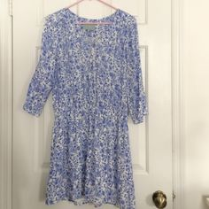 Blue and White Print Dress Worn once. Cinched waist. 3/4 length sleeves. Lined. Purchased at Dillard's. Perfect for a spring wedding guest! skies are blue Dresses