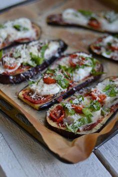 Munakoisopizzat – Keittiössä, kotona ja puutarhassa | Meillä kotona Raw Food Recipes, Vegetarian Recipes, Cooking Recipes, Healthy Recipes, I Love Food, Good Food, Yummy Food, Healthy Cooking, Healthy Snacks