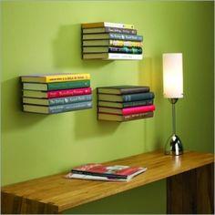 Schwebendes Bücherregal