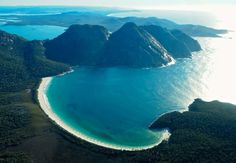 The best things to do in Tasmania in Spring: shoulder season is a great time of year to see Tasmania all to yourself. Here's how to enjoy Spring in Tasmania! Places To Travel, Places To Visit, World Of Wanderlust, Vida Natural, Honeymoon Spots, Best Boutique Hotels, Ultimate Travel, Adventure Is Out There, Tasmania
