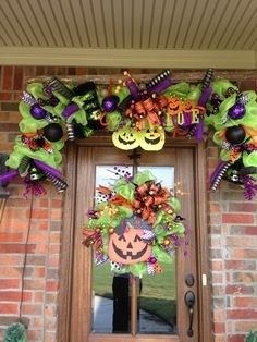 Wonderful Spooky Handmade Halloween Wreath Designs For Your Front Door 2 — Home Design Ideas Halloween Garland, Halloween Door Decorations, Diy Halloween Decorations, Holidays Halloween, Halloween Crafts, Halloween Ideas, Halloween Doorway, Scary Halloween, Fall Crafts