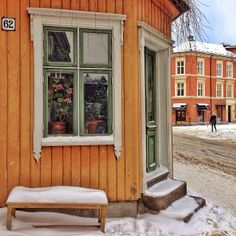 Beautiful photo of the street corner of Briskeby these days. This is just behind the Royal Palace near frogner in #Olso , #Norway . Image Credits : Ragnhild Aarseth