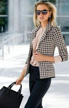 stylish look blazer + blouse + bag + pants Spring Work Outfits, Casual Work Outfits, Blazer Outfits, Mode Outfits, Work Casual, Fashion Outfits, Casual Dressy, Casual Office, Woman Outfits
