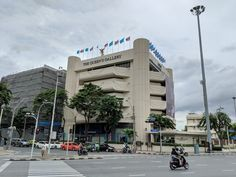 หอศิลป์ สมเด็จพระนางเจ้าสิริกิติ์ พระบรมราชินีนาถ (The Queen's Gallery) - Art Gallery in Phra Nakhon Thea Queen, Bangkok, Four Square, Thailand, Multi Story Building, Street View, Gallery, Roof Rack