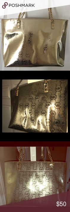 """🔔 Michael Kors Jet Set Metallic Tote 💯AUTHENTIC This tote bag is described as a pale gold. It has the Signature MK logo printed all over as well as in the inside. The bottom of the bag did rub off a little. The """" marks"""" you see in the 4th/5th pic aren't even noticeable to be honest with you. You have to examine every inch and angle the bag to find it that's how unnoticeable it is..figure I take pics anyways. The inside is also very clean. This is priced fair enough..Please, no…"""