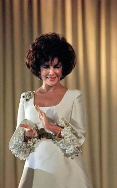 Elizabeth Taylor .....Uploaded By www.1stand2ndtimearound.etsy.com