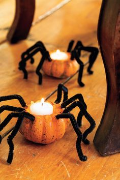 Try these 27 Easy DIY Halloween Decorations and Decorating ideas for festive and spooky experience. Best ever Halloween decoration ideas. Diy Halloween Party, Casa Halloween, Homemade Halloween Decorations, Easy Halloween Crafts, Halloween Prop, Halloween Home Decor, Halloween Pumpkins, Mini Pumpkins, Halloween 2020
