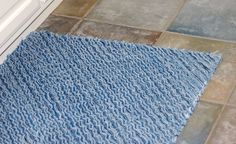 Here's a tutorial to make a rug with old blue jeans! Love it, and explanations are very clear!