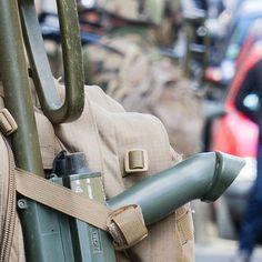 Ce #Puzzle (6/9) clos le reportage photo de l'exercice #Ardennes2016.  L'entraînement organisé par le 3e régiment du génie (#3eRG) au cœur de la ville de Charleville-Mézières tenu du 26 au 29 avril est une étape de leur préparation opérationnelle en vue de ses prochains engagements. L' #entrainement en zone urbaine a permit aux #sapeurs de travailler leurs savoir-faire spécifiques avec mise en œuvre d'un moyen léger de franchissement (MLF) des fouilles opérationnelles un contrôle de foule…