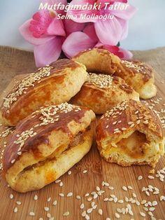 PATATESLİ KAŞARLI POĞAÇA ( KABARTMA TOZLU) Kıyır kıyır bir poğaça...çay ile birlikte harika... Pizza Sandwich, Turkish Breakfast, Turkish Kitchen, Sweets Recipes, Frozen Yogurt, French Toast, Bakery, Sandwiches, Deserts
