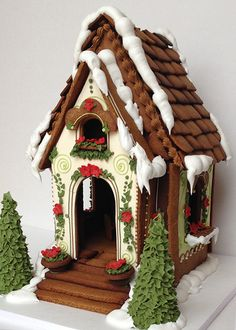 Casa de Galleta gingerbread house cookie house OMG I neee to make this LOVEEE Gingerbread House Designs, Gingerbread House Parties, Gingerbread Village, Christmas Gingerbread House, Christmas Sweets, Noel Christmas, Christmas Goodies, Christmas Baking, Gingerbread Cookies