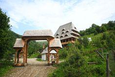 Conacul Drahneilor*** - Ruscova, Maramures Romania, Gazebo, Outdoor Structures, Cabin, House Styles, Places, Home Decor, Kiosk, Decoration Home
