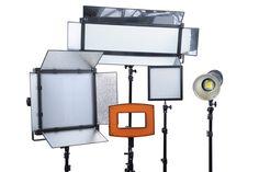 Bresser erwirbt 80 % der Anteile der Niederländer von Folux B.V. und hat ab sofort auch Fotostudioequipment im Regal.  http://camera-magazin.de/news/von-draussen-nach-drinnen/