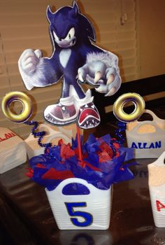 Sonic centerpieces Sonic Party, Centerpieces, Arts And Crafts, Disney Characters, Birthday, Fiestas, Birthdays, Center Pieces, Art And Craft