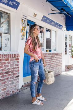 Fall Birkenstock Outfit Inspiration Looks, Where to Buy, & Birkenstock Dupes Fall Birkenstock Outfit Inspiration Looks, Where to Buy, & Birkenstock DupesFall is one of the best seasons of the year outfit-wise. Birkenstock Outfit, Estilo Birkenstock, Outfit With Birkenstocks, White Birkenstock, Birkenstock Fashion, Summer Outfits Women 30s, Spring Outfits, Summer Outfits For Moms, 4th Of July Outfits